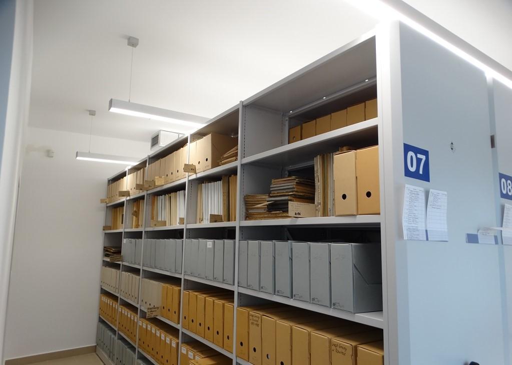 nowe regały magazynowe wykorzystywane w Archiwum w Suwałkach(Fot. Ryszard P. Jarmołowicz)