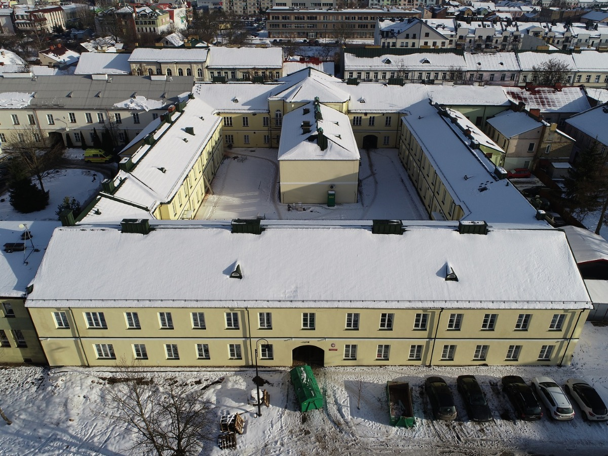Budynki Archiwum Państwowego w Suwałkach z lotu ptaka (Fot. Łukasz Tyczkowski)